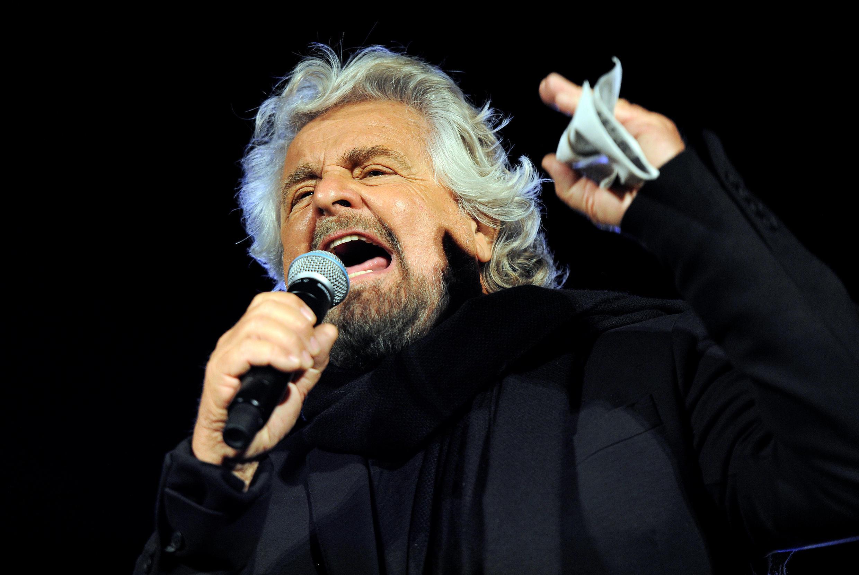 Beppe Grillo, leader du Mouvement 5 étoiles (M5S), lors d'un meeting à Palerme, en Sicile, le 3 novembre 2017. Le M5S espère remporter sa première région depuis sa fondation en 2009.