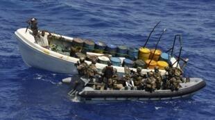 Силы EUNAVFOR задерживают в ходе операции Атланта судно с подозреваемыми в пиратстве у берегов Танзании 04/11/2011