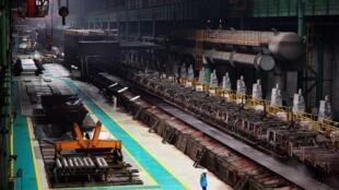中國大陸河北唐山的一家鋼鐵產資料圖片