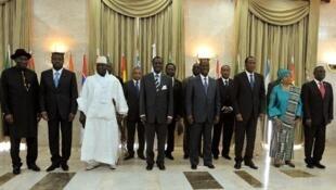 Taron shugabannin kasashen Kungiyar ECOWAS bayan kammala taro a Dakar kasar Senegal game da rikicin siyasar Mali da Guine Bissau
