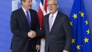 Le Premier ministre britannique David Cameron et le président de la Commission européenne Jean-Claude Juncker à Bruxelles, jeudi 15 octobre 2015.