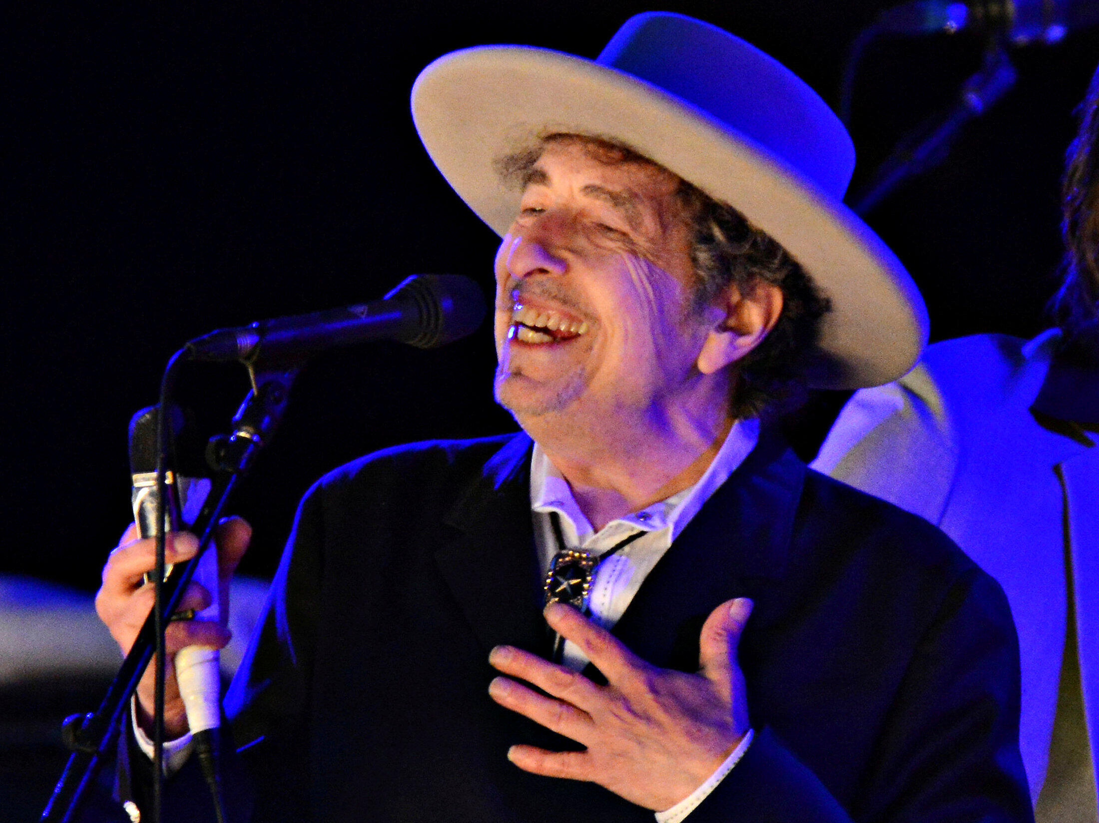 U.S. musician Bob Dylan performs during on day 2 of The Hop Festival in Paddock Wood, Kent, June 30, 2012. REUTERS/Ki Price/File Photo