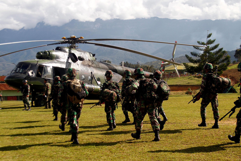 Soldats indonésiens se préparant à intervenir dans le district de Nduga, le 5 décembre 2018.