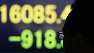 La semaine dernière, la Banque centrale du Japon a annoncé qu'elle pratiquerait des taux négatifs pour les dépôts des banques.