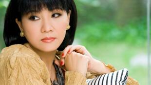 """Ca sĩ Cẩm Vân, một người thể hiện thành công ca khúc """"Anak - Con Yêu"""""""