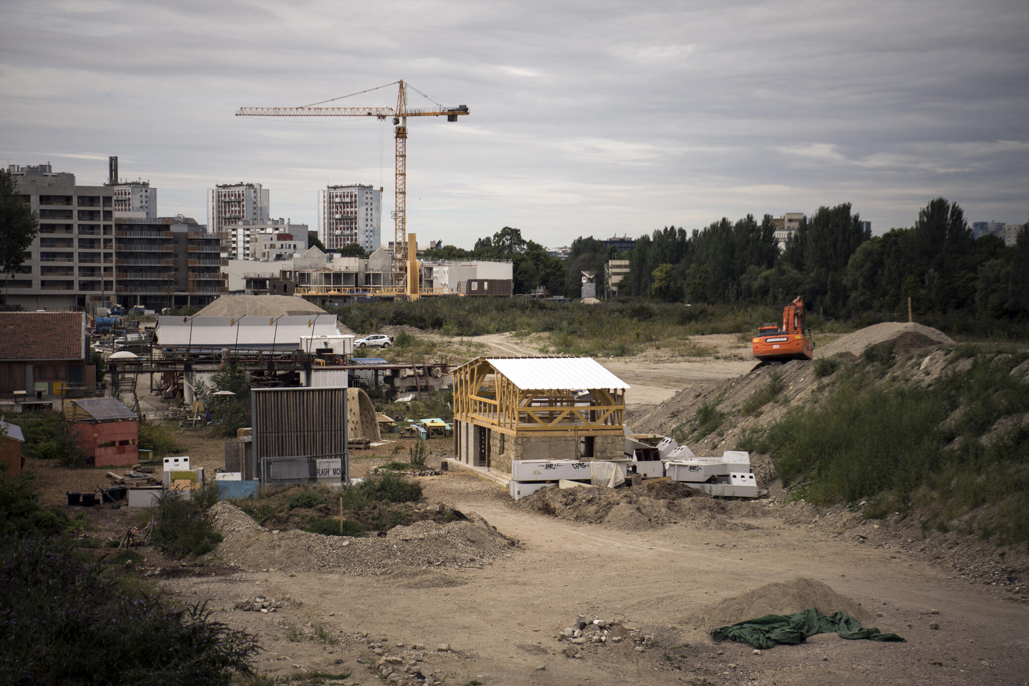 La construction du village olympique à Saint-Denis, au nord de Paris, le 2 août 2017.