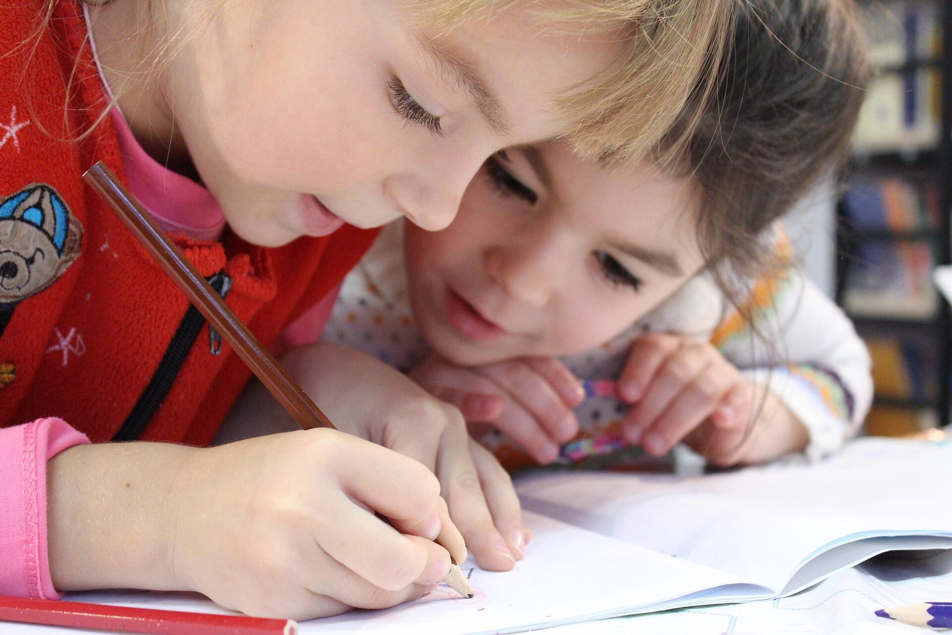 Dificuldade para as crianças de escrever fazem cada vez mais parte da rotina de pais e professores, avaliam especialistas.