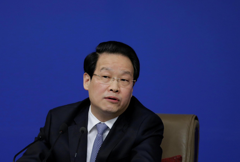 資料圖片:2016年3月12日時任中國保險監督管理委員會黨委書記、主席項俊波在人大政協兩會期間。