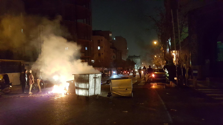 Протестующие пытались захватить военную базу