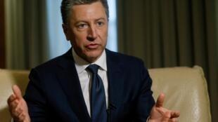 Курт Волкер в Киеве дает интервью агентству Reuters в октябре 2017 года