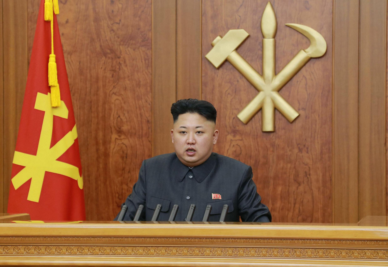 O líder comunista norte-coreano Kim Jong-Un faz pronunciamento de Ano Novo em cadeia de rádio e TV, 1° de janeiro de 2014..