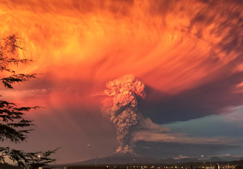 La región vecina al volcán Calbuco, en el sur de Chile, fue puesta en alerta roja, luego de su erupción, el miércoles 22 de abril.
