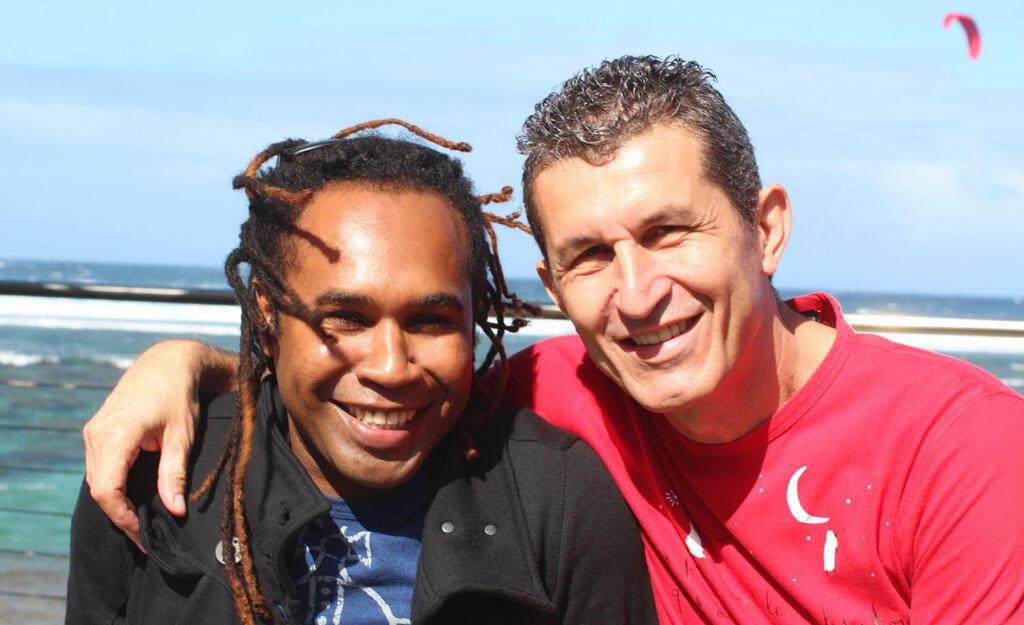 Mounawar et Eric Blanc-Blanc du Iomma sur la terrasse du Battant des Lames.