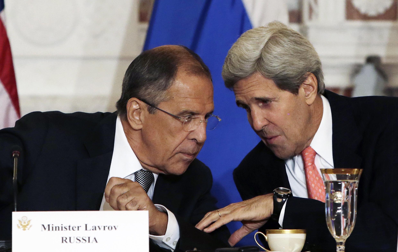 Джон Керри и Сергей Лавров обсуждают Сирию в Женеве 12-13 сентября 2013.