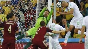 Momento do golo do avançado argelino, Islam Slimani, que deu o apuramento à Argélia.