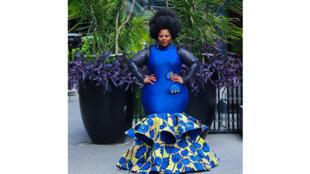 Une robe créée par Sarah Codjo, représentant la «Mode Drama» au Bénin.