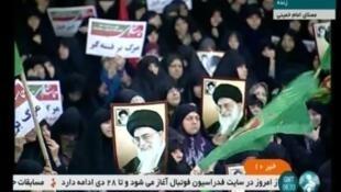 """Manifestantes desfilan en Teherán en apoyo al régimen para celebrar el fin de """"la sedición"""", como se conocen las protestas sociales del 2009.30 diciembre 2017"""