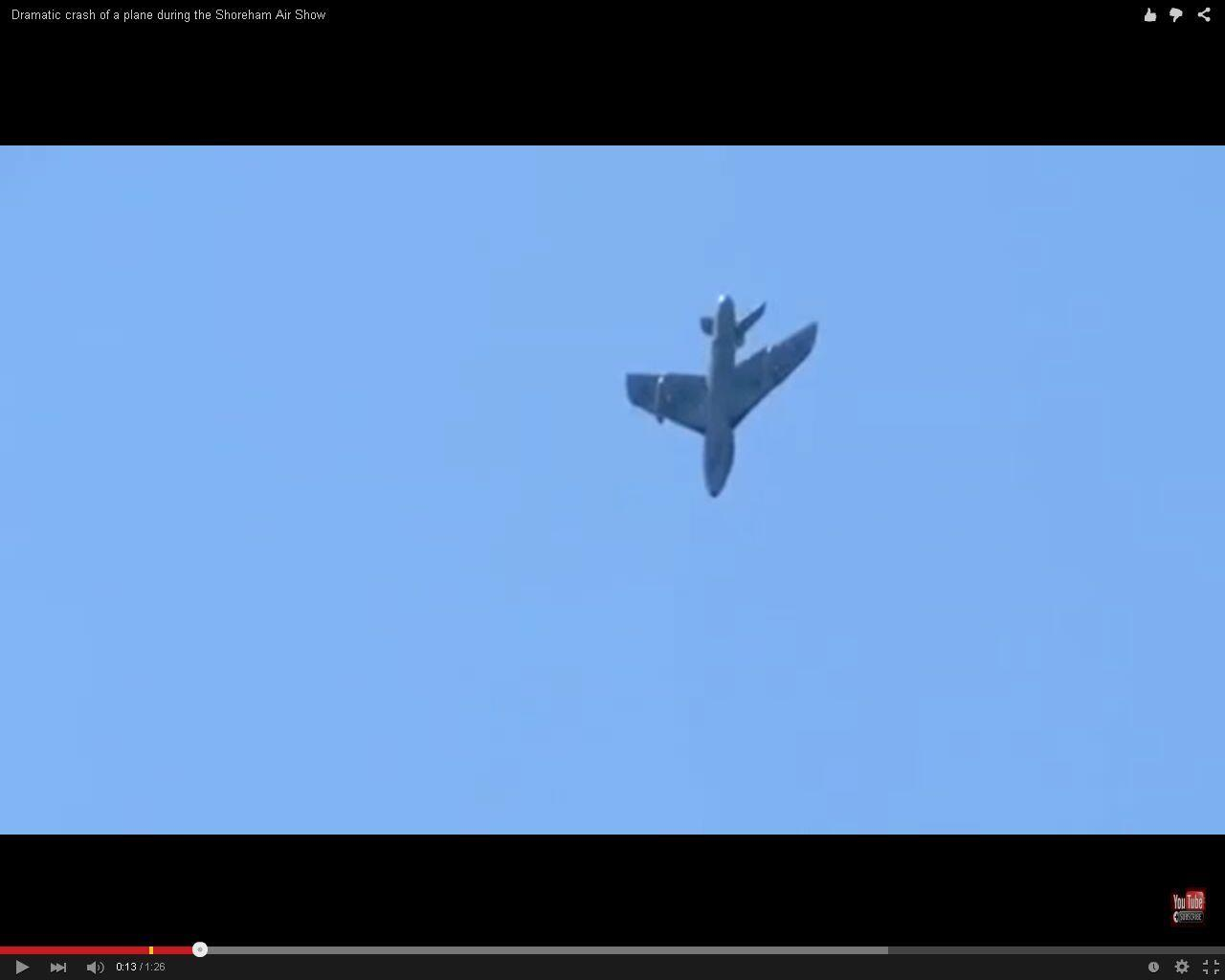 Imagem do avião Hawker Hunter antes de se chocar no solo.
