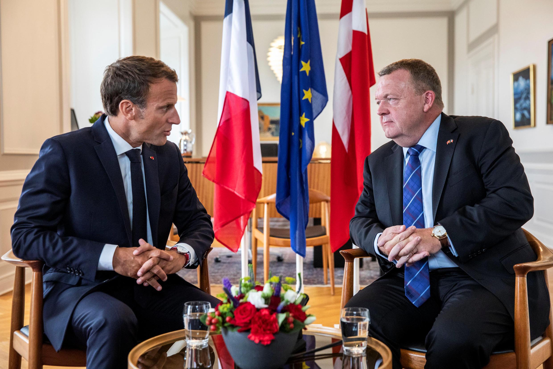 O Presidente francês, Emmanuel Macron, e o Primeiro-ministro dinamarquês, Lars Loekke Rasmussen