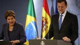 A presidente do Brasil, Dilma Rousseff, ao lado do primeiro-ministro da Espanha, Mariano Rajoy, em coletiva de imprensa em Madri.