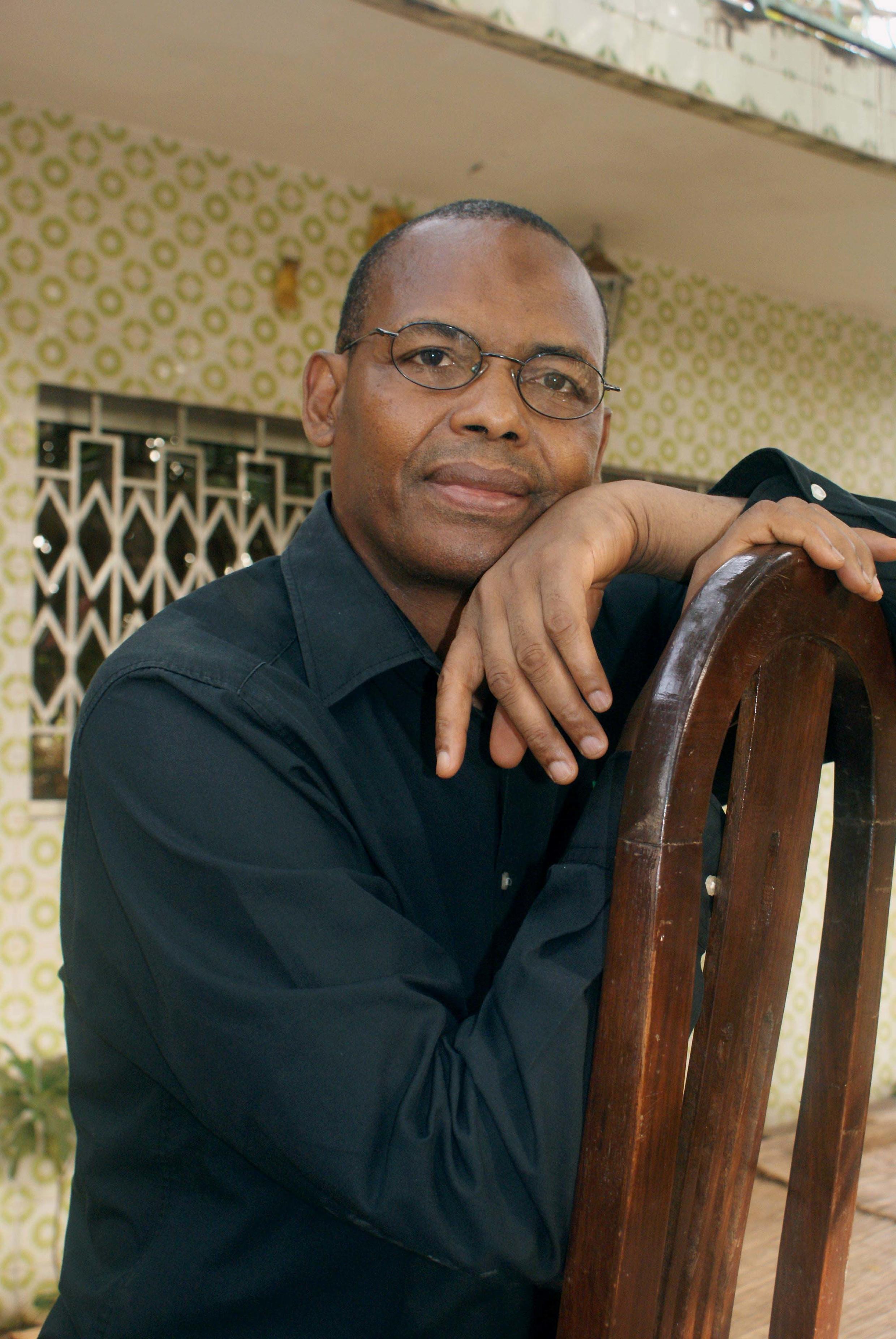 Tierno Monénembo est auteur d'une dizaine de romans et le lauréat du prix Renaudot 2008