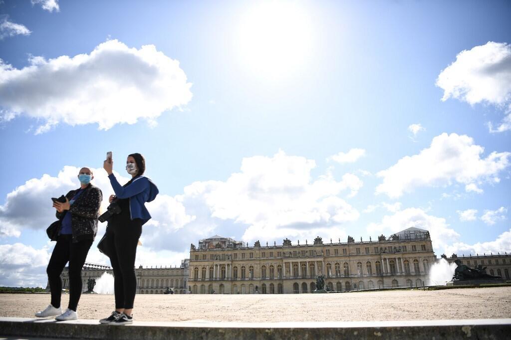 Tourists visit the deserted park of the Chateau de Versailles (June 2020).