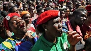 Des partisans de l'opposition fêtent la décision de la Cour constitutionnelle d'annuler les résultats de la présidentielle 2019, le 4 février 2020 à Lilongwe.