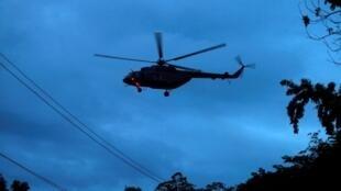 Helicóptero participa de resgate das crianças presas em caverna no norte da Tailândia.