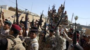 Quân lính  Irak trên đường  tiến về Tikrit. Ảnh ngày 28/06.