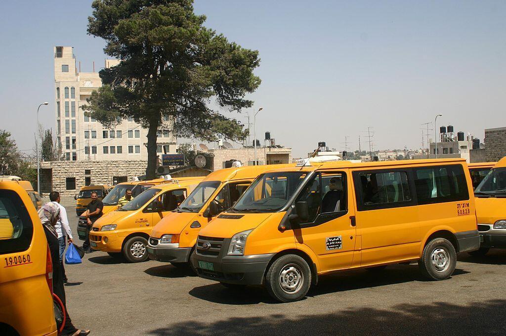 Des taxis à Ramallah, en Cisjordanie.