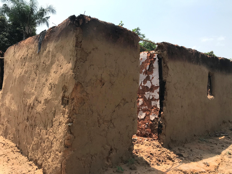 Nyumba iliyochomwa moto huko Yumbi nchini DRC.