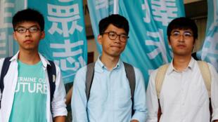 2014年香港雨伞运动学生领袖(左起)黄之锋,罗贯聪和周永康2016年7月21日被香港法院裁决非法集会罪成。