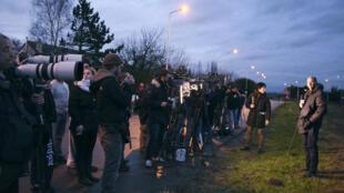 Les médias à Dammartin-en-Goële, le 9 janvier près de l'imprimerie où étaient retranchés les frères Kouachi.