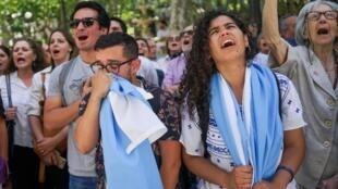 Les supporters de Luis Lacalle Pou célèbrent la victoire de leur champion après la proclamation des résultats de l'élection présidentielle en Uruguay le 28 novembre 2019.