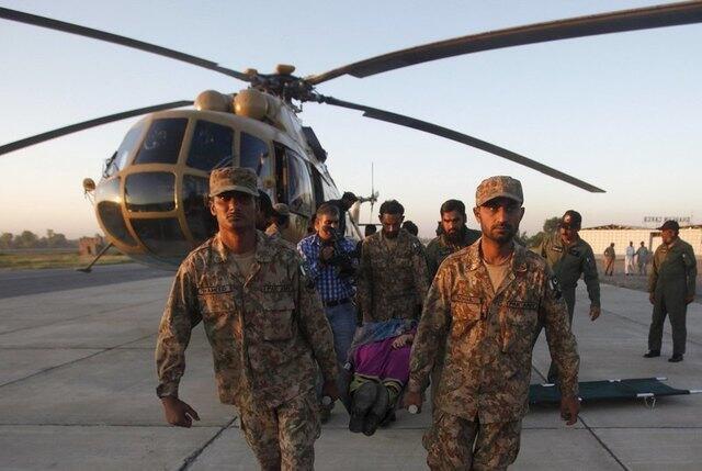 巴基斯坦軍隊參與地震救援。2015-10-27