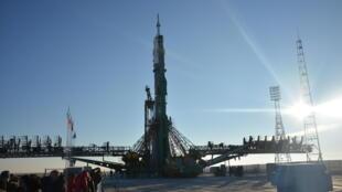La fusée Soyouz, sur son pas de tir.