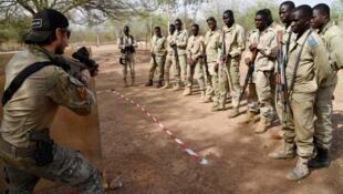 Wasu jami'an tsaron kasar Burkina Faso.