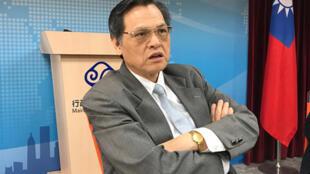 陆委会主委陈明通2018年5月25日表示,依照中华民国宪法、两岸人民关係条例及相关法律处理两岸事务「是职责所在,不是善意」,这样处理两岸事务才有法律约束力