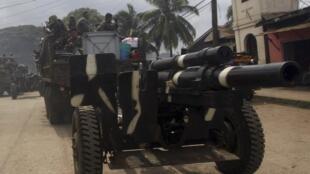 Un véhicule de l'armée des Philippines sur l'île de Jolo, le 16 octobre 2014. L'armée s'est déployée dans la région, alors que des membres du groupe Abou Sayyaf menace d'exécuter un otage allemand.