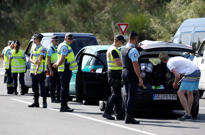 Polícia francesa faz blitz em estradas da região de Biarritz, que recebe a cúpula do G7 neste fim de semana (21/08/2019).