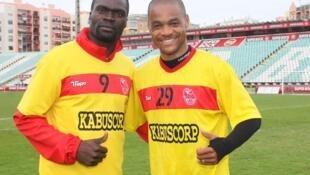 Meyong, na direita, avançado camaronês que já apontou cinco golos no Girabola 2013.