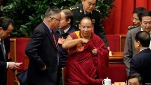 图为中国政协代表、第十一世班禅额尔德尼·确吉会议照