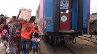 O grupo de 500 ex-refugiados angolanos no momento da partida em solo congolense