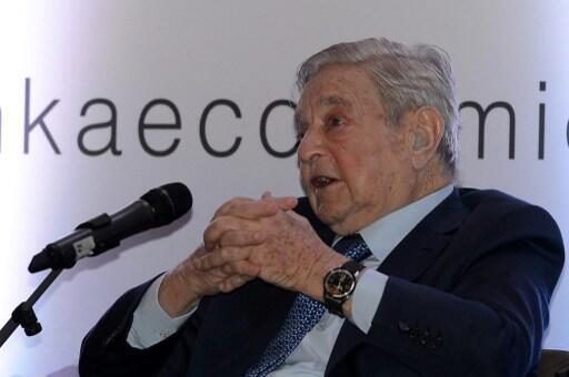 Le milliardaire philanthrope George Soros alors qu'il participait à un forum économique à Colombo, au Sri Lanka, le 7 janvier 2016.