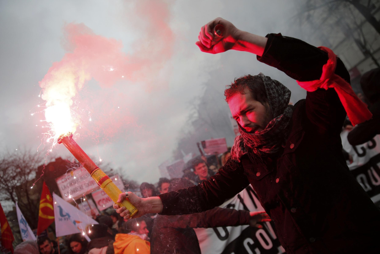 Estudantes encabeçam protestos contra reforma trabalhista na França.