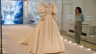 David and Elizabeth Emanuel designed behind Diana's ivory silk wedding dress with a 25-foot (7.6-metre) long train