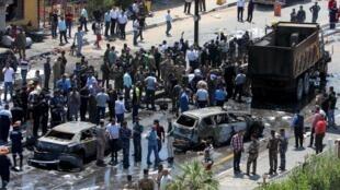 图为巴格达一座安全检查站遭到自杀性炸弹袭击