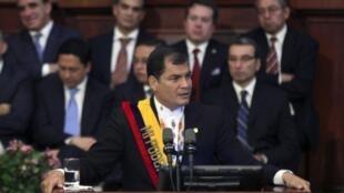 Rafael Correa señaló que las muestras habrían sido tomadas desde la década de los 70 en complicidad con la petrolera Maxus, que operaba en estos territorios.