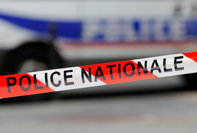 В пригороде Парижа около сорока неизвестных атаковали комиссариат полиции.