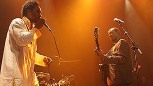 Salifou Diarra et Issouf Diabaté sur la scène du festival Africolor en 2015.